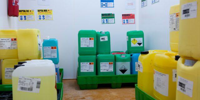 risque-chimique-piece-stockage-produit-2012-081-003